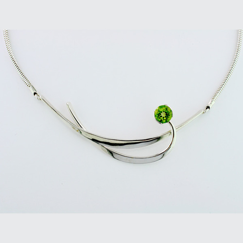 Tom Kruskal Sterling Silver Snake Chain with 7mm Round Peridot Cresent Necklace by Tom Kruskal
