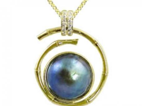 14k Yellow Gold Eyris Pearl Pendant with .13CT TDW